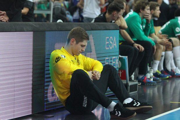 Die Enttäuschung über die Niederlage in letzter Sekunde saß nicht nur bei Torhüter Joel Birlehm tief. Foto: Jan Kaefer