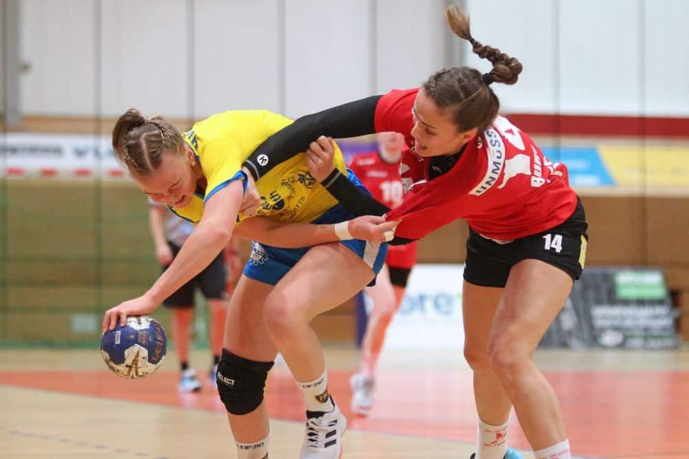 In einer hart umkämpften Partie - hier Pauline Uhlmann gegen Alica Burgert - hatten am Ende die Gäste die Nase knapp vorn. Foto: Jan Kaefer