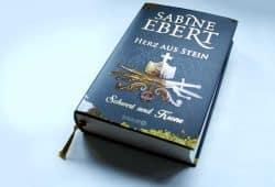 Sabine Ebert: Herz aus Stein. Foto: Ralf Julke