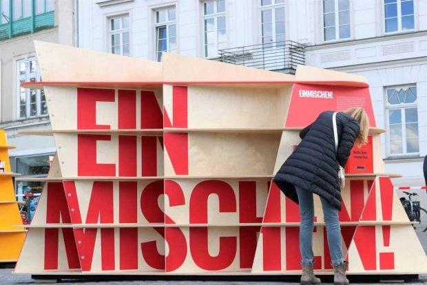 Baustein der Ausstellung: Einmischen. Foto: Initiative Offene Gesellschaft