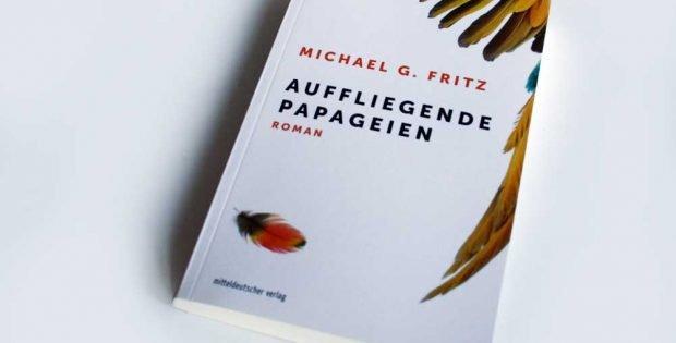 Michael G. Fritz: Auffliegende Papageien. Foto: Ralf Julke