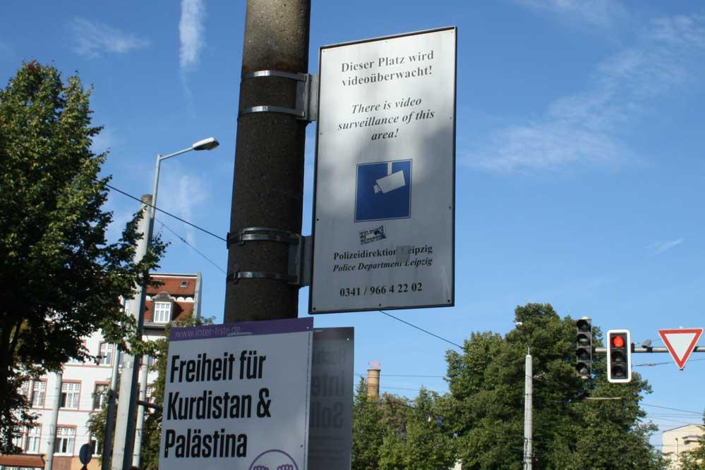 Videoüberwachung (hier durch die Polizei) am Connewitzer Kreuz. Foto: Ralf Julke