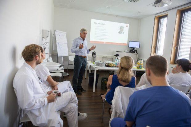 Dr. Martin Buchholz stellte im Sommer sein Projekt vor Kardiologen des UKL vor. Foto: Stefan Straube / UKL