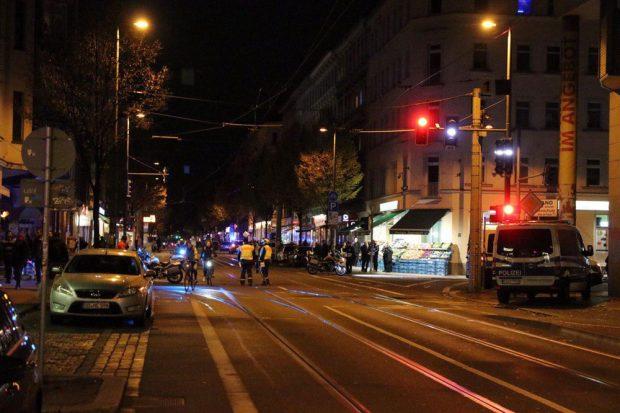 Trotz verschiedener Absperrungen kommt es zu keinen nennenswerten Verkehrsbeeinträchtigungen. Foto: L-IZ.de