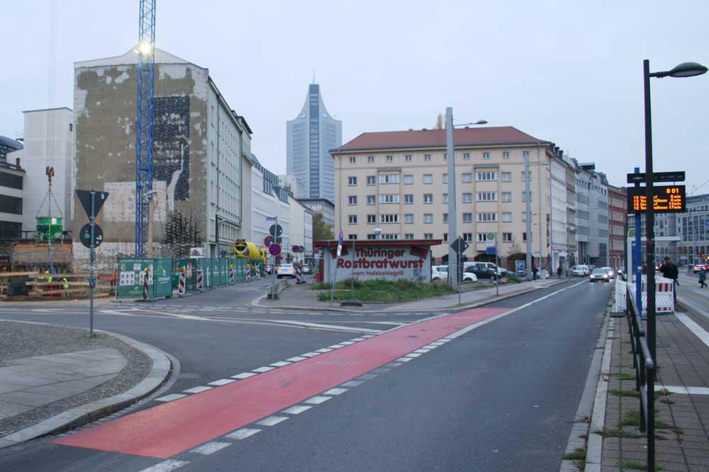 Der Südteil des Johannisplatzes mit Blick durch die Johannisgasse zum City-Hochhaus. Foto: Ralf Julke