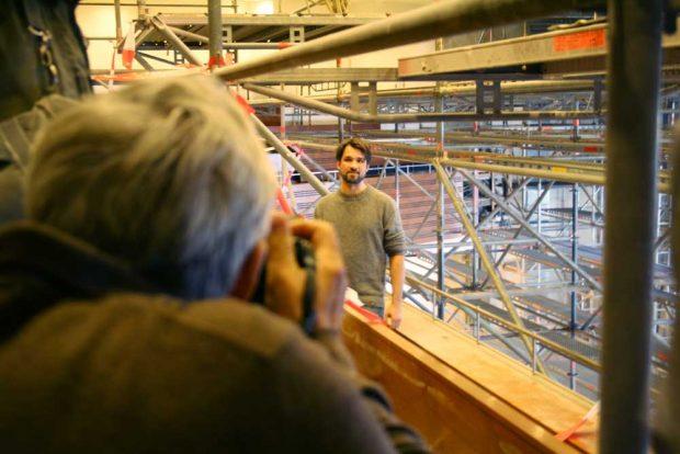 Mit Architekt Marc Thielmann im Sitzungsaal. Foto: Ralf Julke