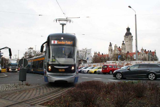 XXL-Straßenbahn der LVB. Foto: Ralf Julke