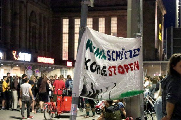 Dan bleiben, wenn andere längst schlafen - Eine Nacht Protest für einen fahrradfreundlichen Leipziger Ring. Foto: Michael Freitag