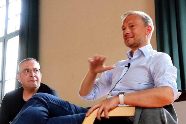 Jens-Uwe Jopp und Christian Lindner (FDP) am 28. August 2019 im Schillergymnasium. Foto: L-IZ.de