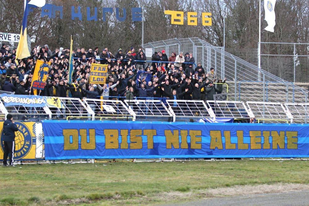 Fans des 1. FC Lok Leipzig sammeln unter dem Motto