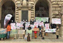 Protestaktion vom NuKLA e.V. und Grüne Liga am 11. Dezember 2019 vor dem Rathaus Leipzig. Foto: L-IZ.de