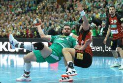 Leipzig blieb gegen Hannover stabil - so wie hier Alen Milosevic gegen Ilija Brozovic. Foto: Jan Kaefer
