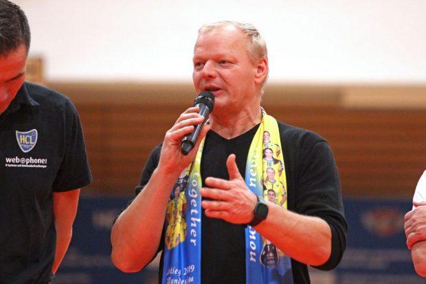 Der neue HCL-Präsident Thomas Conrad stellte sich in der Halbzeitpause vor. Foto: Jan Kaefer