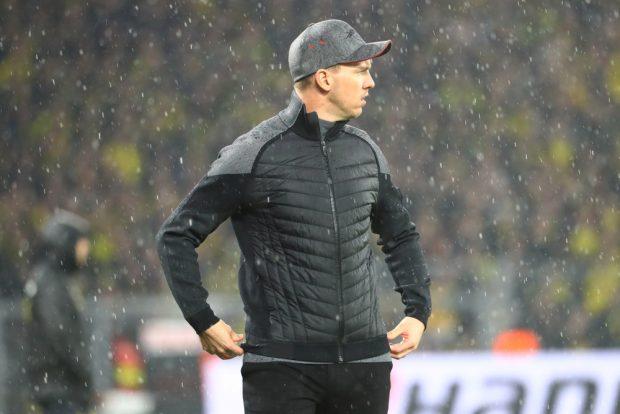RBL-Cheftrainer Nagelsmann stand in der 1. Halbzeit gefühlt und in der 2. Halbzeit tatsächlich im Regen. Foto: Gepa Pictures