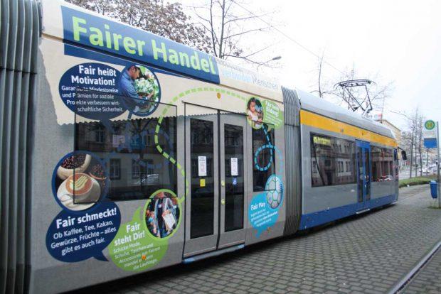 So wirbt die Linie 11 jetzt für Fairen Handel. Foto: Ralf Julke
