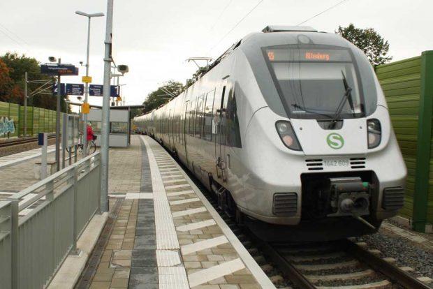 Die S5 nach Altenburg bei einem Halt in Markkleeberg. Foto: Ralf Julke