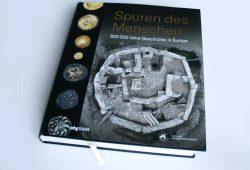 Eszter Bánffy, Kerstin P. Hofmann, Philipp von Rummel (Hrsg.): Spuren des Menschen. Foto: Ralf Julke