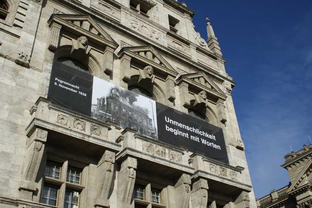 War im November 2018 am Neuen Rathaus zu sehen. Foto: Ralf Julke