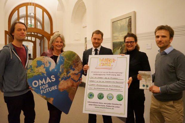Übergabe der Klimawünsche an Ministerpräsident Kretschmer in der Sächsischen Staatskanzlei. Quelle: Parents for Future