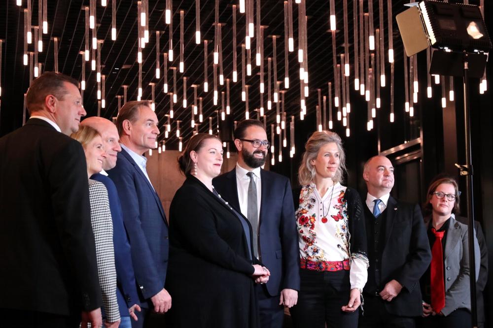 Das Kandidaten-Forum der IHK zu Leipzig am 13.1.2020. (vlnr.) Kristian Kirpal (Präsident der IHK Leipzig), Franziska Riekewald (Die Linke), Marcus Viefeld (FDP), Burkhard Jung (SPD), Gabelmann (Piraten, Humanisten, ÖDP & Demokratie in Bewegung), Sebastian Gemkow (CDU), Katharina Krefft (Bündnis 90/Die Grünen), Christoph Neumann (AfD), Katharina Subat (PARTEI). Foto: L-IZ.de