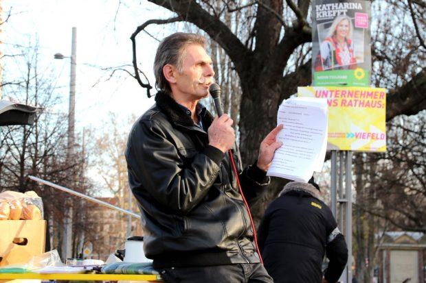 Helmut Bauer referiert über die Probleme aus seiner Sicht. Foto: L-IZ.de