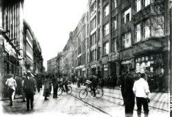 Brühl/Nikolaistraße, Geschäftshaus Rauchwaren Gebrüder Felsenstein, um 1920 © SGM