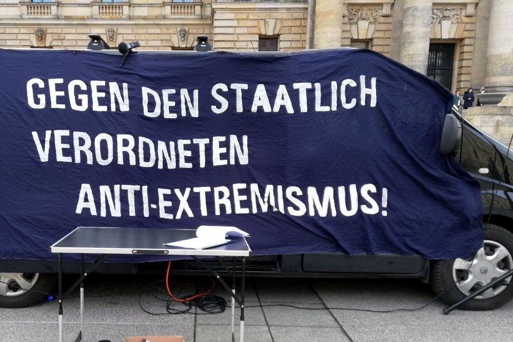 Die Demo vor der Tür half erst einmal nichts. Indymedia.Linksunten bleibt verboten. Foto: LIZ.de