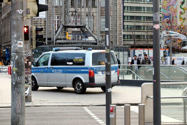 Die Polizei machte einen verdächtig guten Job und blieb zurückhaltend. Foto: L-IZ.de