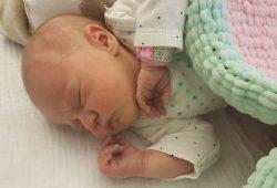 Emilya Hope ist das erste Neujahrsbaby in Schkeuditz und erblickte am Neujahrsmorgen 5:22 Uhr das Licht der Welt. Quelle: Helios Klinik Schkeuditz