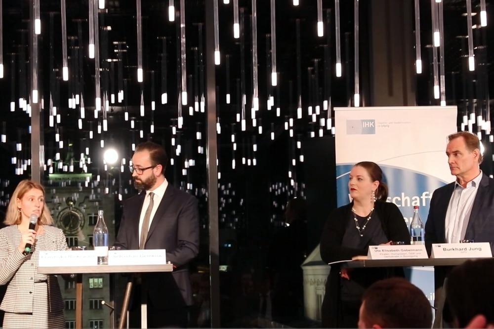Treffen jetzt fast täglich aufeinander, wie hier beim Wahl-Podium der IHK - die gesamt acht kandidaten zur OBM-Wahl 2020 in Leipzig. Foto: L-IZ.de