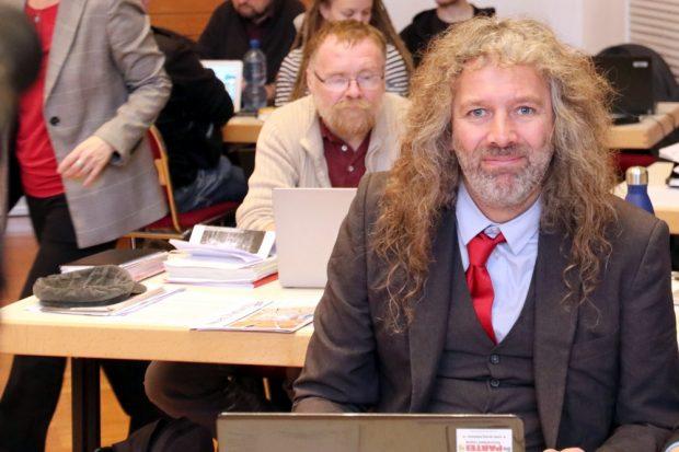 Thomas (Kuno) Kumbernuß (PARTEI) brachte seinen ersten Antrag durchs Parlament. Foto: L-IZ.de