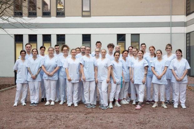 Diese angehenden Gesundheits- und Krankenpfleger erfahren eine Prüfungsvorbereitung der besonderen Art: Sie übernehmen in den kommenden zwei Wochen die Leitung einer Station am Universitätsklinikum Leipzig. Foto: Stefan Straube / UKL