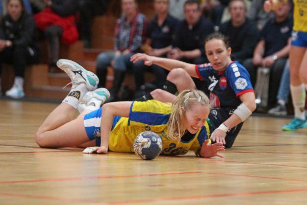 Schmerzen nach einem Foul an Stefanie Hummel. Foto: Jan Kaefer