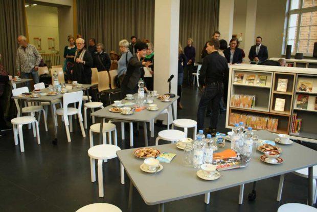 Die ersten Besucher zur Eröffnung des LeipzigZimmers am 16. Januar. Foto: Ralf Julke