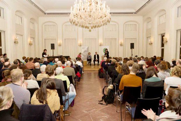 Die Alte Börse ist bis auf den letzten Platz gefüllt. Foto: Parents For Future Leipzig