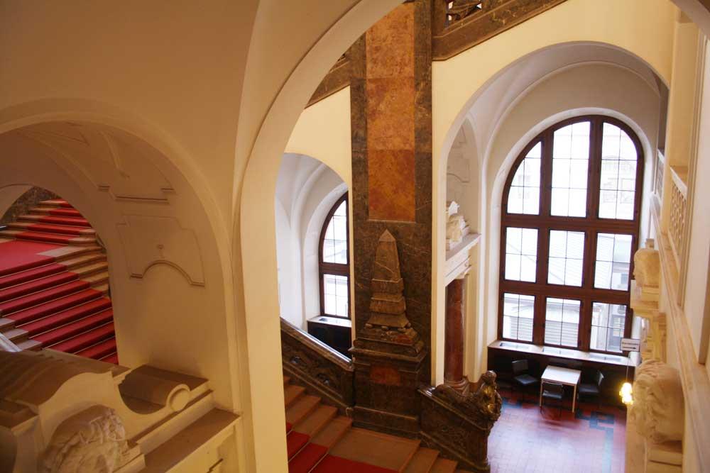 Treppenhaus im Neuen Rathaus. Foto: Ralf