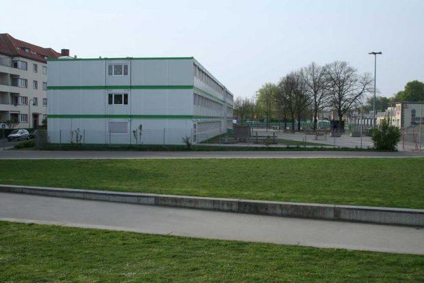 Derzeit in Containern untergebracht: die 5. Grundschule. Foto: Ralf Julke