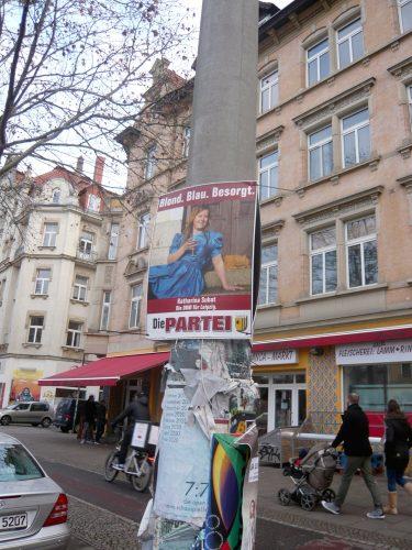 Blond Blau Besorgt - die PARTEI will mit Katharina Subat den Lexit. Foto: Frank Willberg