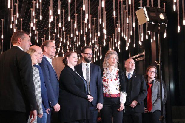 Die acht Kandidaten der OBM-Wahl beim Wahlpodium der IHK zu Leipzig. Ganz links im Bild: IHK-Präsident Kristian Kirpal. © Michael Freitag