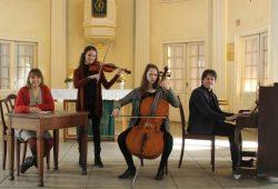 Probe für den Valentinstag mit dem Julica-Klaviertrio und der Projektleiterin Luzie Teufel. Foto: Elke Leinhoß