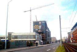 So warb Sebastian Gemkow an der Baustelle der CG Gruppe in der Prager Straße. Foto: Alexander John