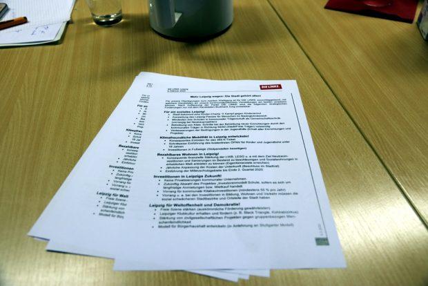 Die Liste der politischen ZIele in den kommenden 7 Jahren von der Linkspartei an OBM Jung. Foto: L-IZ.de
