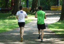 Joggen hilft auch, das Gehirn fit zu halten. Foto: Ralf Julke