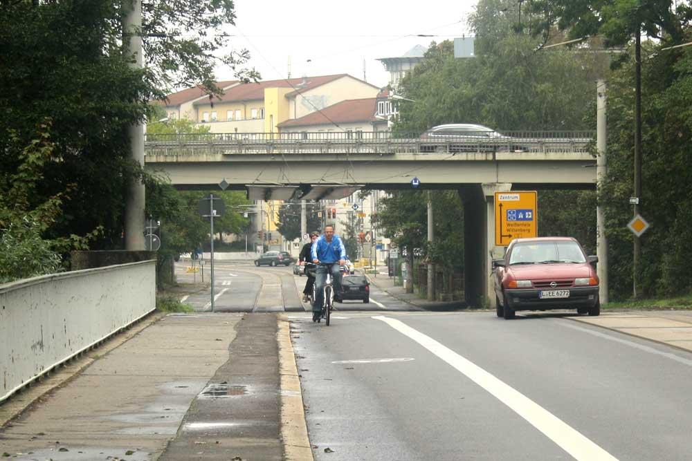 Die Brücke der B2 über die Koburger Straße. Foto: Ralf Julke