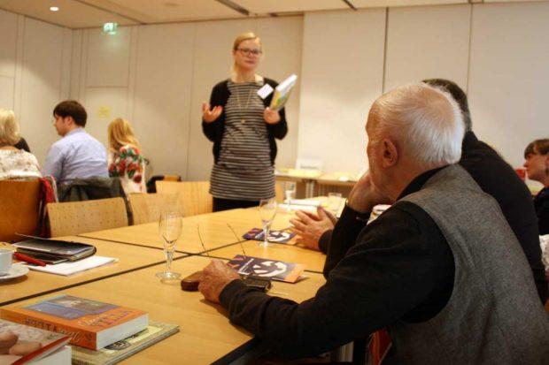"""Franziska Haufe präsentiert """"Manno!"""" aus dem Klett Kinderbuch Verlag. Foto: Ralf Julke"""