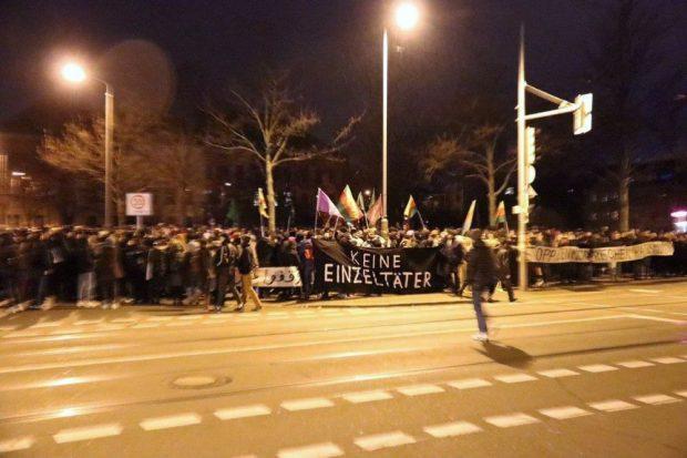 Gedenkdemonstration auf dem Otto-Runki-Platz. Foto: L-IZ.de