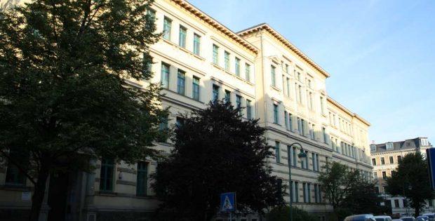 Das 1888 errichtete Schulgebäude in der Max-Planck-Straße 1-3. Foto: Ralf Julke