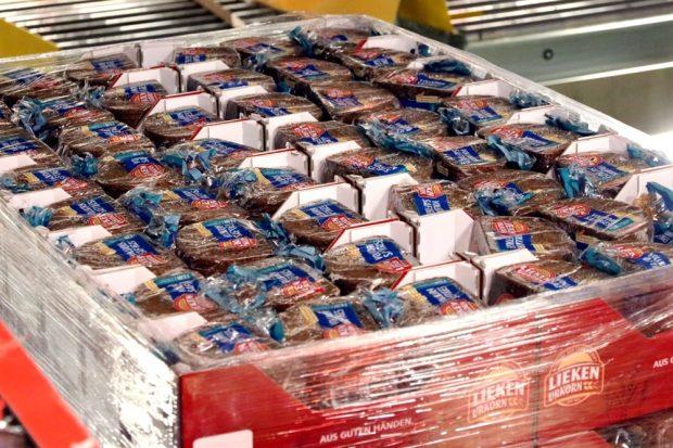 Brot (hier noch im Zentrallager von EDEKA) ist wie alles andere genug da. Nun muss aber auch die Tafel in Leipzig neue Logistiklösungen finden. Foto: L-IZ.de