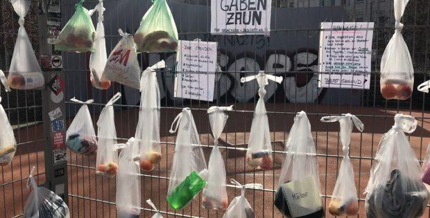 Am 22. März erstmals am Connewitzer Kreuz entdeckt: Ein Gabenzaun am Streetball-Platz. Foto: Birthe Kleemann, L-IZ.de