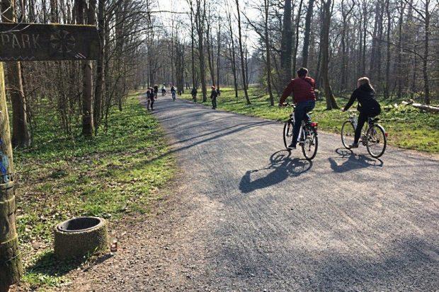 Gespräche über den Weg hinweg. Sicher ist sicher. Foto: L-IZ.de